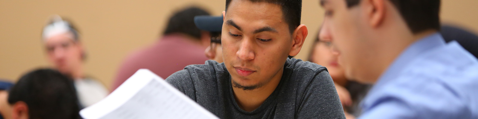 Student receiving advisement from Maricopa employee